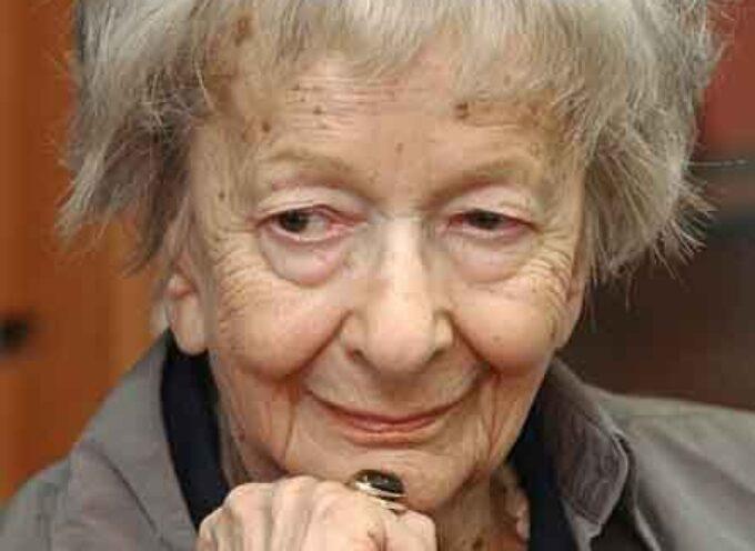 """""""Jesteśmy dziećmi epoki, epoka jest polityczna"""" – cytat z wiersza Wisławy Szymborskiej uczyń mottem swoich rozważań o uwikłaniu literatury i kultury w politykę na przestrzeni epok."""