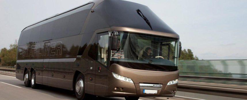 Bezpieczna podróż korzystając z busów lub autokarów. Co trzeba wiedzieć?