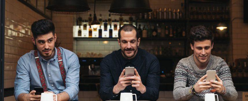 Smartfony a savoir vivre – jak kulturalnie korzystać z telefonu komórkowego?