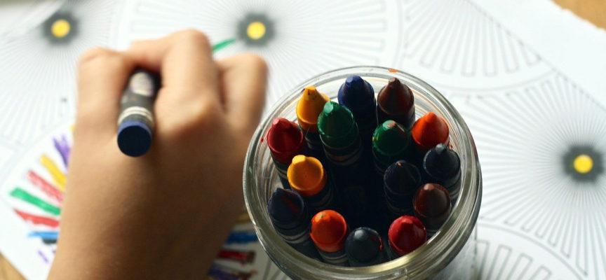 Czy nauka poprzez zabawę może być efektywna? Poznaj wady i zalety