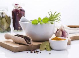 8 ziół i przypraw, które są dobre dla twojej skóry