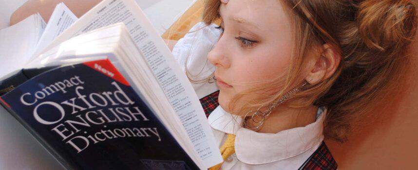 Fiszki z języka angielskiego do nauki w domu – dlaczego warto z nich korzystać?