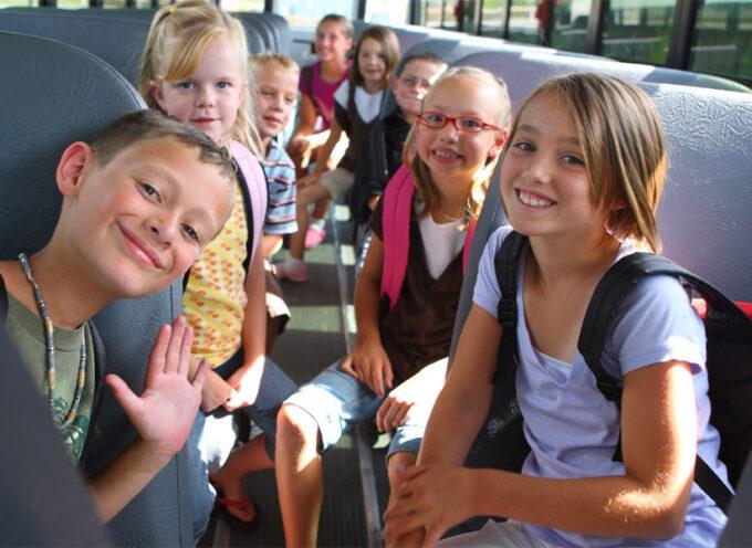 Co zabrać na wycieczkę szkolną autokarem? – pakujemy dziecko na pierwszy wyjazd