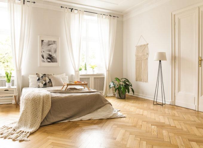 Jaką lampę podłogową wybrać do sypialni?