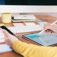 Pierwsza praca i formalności z nią związane – co warto wiedzieć przed jej rozpoczęciem?